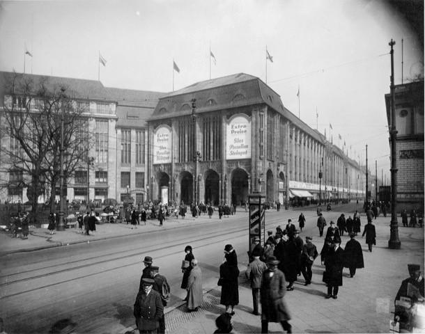 Berlin Department Store Novels 1900-1930: Between Populist Pulp and Emancipatory Counter-Discourse