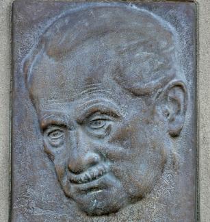 'Was bleibet aber, stiften die Dichter'. Heidegger's Late Language Philosophy